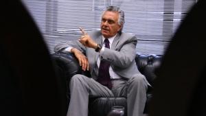 Emenda proposta por Ronaldo Caiado impede o governo de Goiás de fazer mais obras