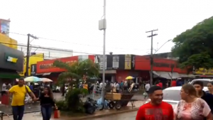 Notícia de arrastão causa pânico e deixa uma loja quebrada na Rua 44, em Goiânia