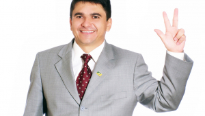 Santana Pires luta para manter candidatura de senador e quer tempo na televisão