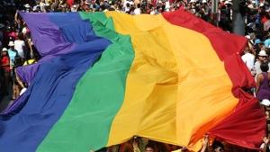 Americana processa todos os gays do mundo