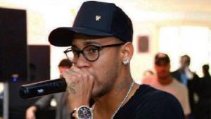 Jogador Neymar anuncia carreira como cantor
