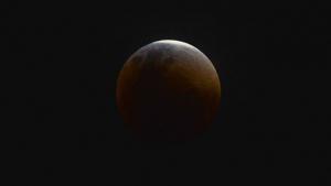 Maior eclipse lunar já registrado no século ocorre nesta 6ª-feira. Veja dicas para acompanhar