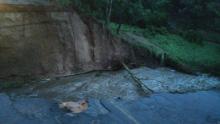 Trecho da GO-060 tem desabamento causado por fortes chuvas