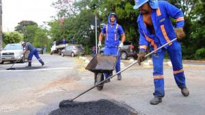 Mutirão tapa-buracos vai trabalhar até 22h em Goiânia