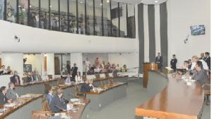Oposição tenta, mas não consegue barrar decreto com manobra na Assembleia
