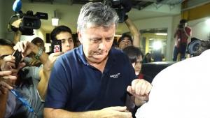 Executivo de empresa ligada à Fifa e suspeito de chefiar venda ilegal de ingressos se entrega à Justiça