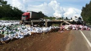 Com dinheiro escondido na cueca, motorista é preso após roubar caminhoneiro acidentado
