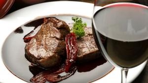 Um guia sintético de qual vinho se deve tomar com cada tipo de comida