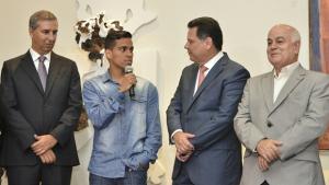 Vitória de Wendell Lira contra Messi recebe homenagem no Palácio das Esmeraldas