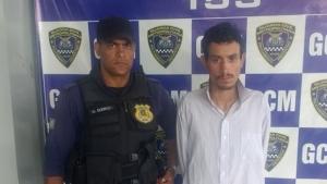 Só de cueca, homem é preso pela Guarda no momento em que roubava CMEI