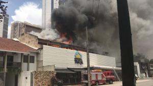 Incêndio em padaria no Setor Nova Suíça assusta moradores. Veja vídeo