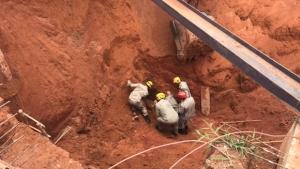 Dois trabalhadores morrem soterrados em desmoronamento de construção