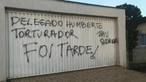 Pichações em Inhumas celebram transferência de delegado que investigava políticos