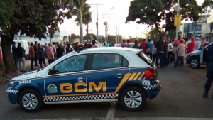 Manifestação deixa Rua 44 bloqueada e causa tumulto no trânsito da capital