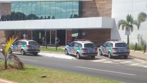 Bandidos assaltam joalheria de shopping em Aparecida de Goiânia