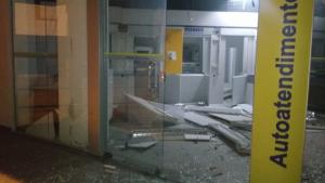 Bandidos explodem caixa eletrônico em agência de Goiânia