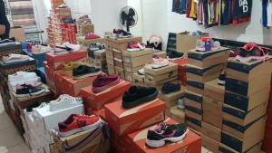 Decon apreende mais de 3 mil pares de calçados falsificados