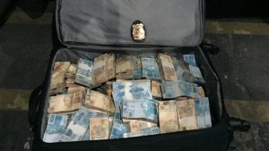 PF encontra R$1 milhão em carro e prende ex-chefe de gabinete de Marconi Perillo. Veja vídeo