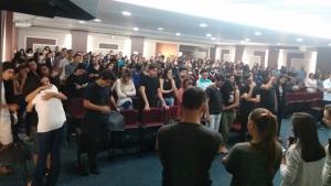 Alunos da UniEvangélica prestam homenagem à professora vítima de acidente na BR-153
