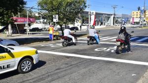Aparecida implanta faixa exclusiva para motos em sinaleiros das principais avenidas