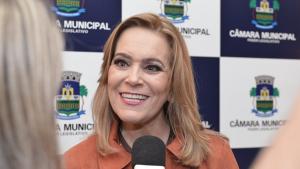 Lêda Borges entrega título de Cidadão Goiano a Pábio Mossoró