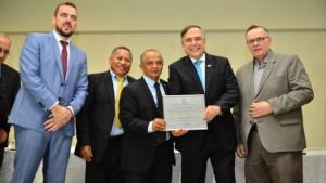 Sandro Mabel recebe título de Cidadão Aparecidense