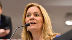 Deputada quer explicações de Cristiane Schmidt sobre atraso no repasse da folha do Legislativo