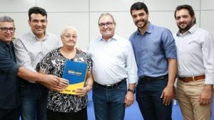 Mais de 120 famílias de Trindade recebem escritura de imóveis