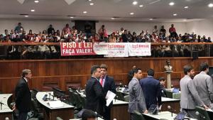 Trabalhadores da Educação acompanham tramitação de PEC que altera orçamento