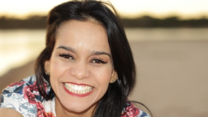 Andressa Toledo lança CD em show beneficente