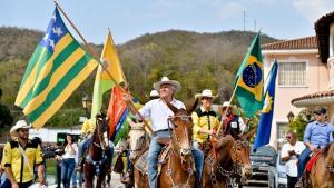 Ronaldo Caiado celebra 70 anos em cavalgada na Capital neste sábado