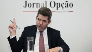 Delegado Waldir sai em defesa da Folha de S. Paulo e protocola ação contra Bolsonaro