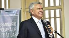 Caiado assina decreto que reduz ICMS do querosene para atrair empresas de aviação para Goiás