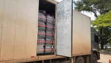Polícia apreende caminhão carregado com 26 mil litros de Coca-Cola