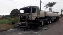 Caminhão tanque pega fogo na madrugada desta segunda-feira, em Aparecida
