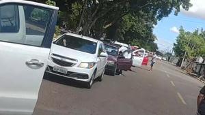 Comerciantes da região da 44 fazem 'buzinaço' contra quarentena