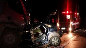 Homem morre em acidente com carreta na BR 020