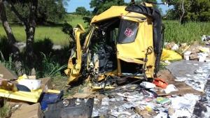 Acidente envolvendo três caminhões e um carro deixa dois feridos na BR-153
