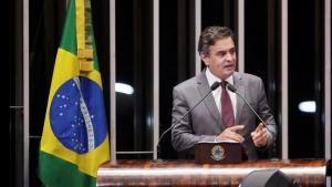 Aécio Neves devolve ao Senado salários recebidos durante campanha eleitoral