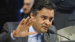 Aécio defende parlamentarismo, fim da reeleição e financiamento misto de campanha