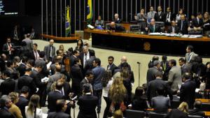 Especialistas criticam deputados que vetaram cota para mulher no Legislativo