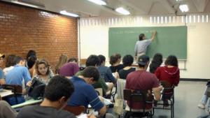 UFG abre vagas para cursinho pré-vestibular para alunos de baixa renda