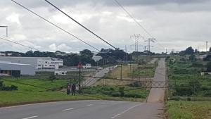Trecho do Anel Viário fica interditado após queda de torre de alta tensão