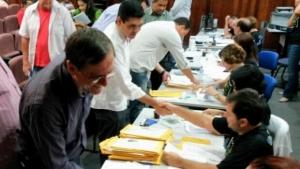 Esperançosos, candidatos da chapa majoritária petista registram candidatura