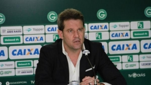 Após renúncia do presidente, técnico Argel Fucks é demitido do Goiás