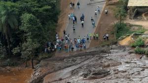 Buscas por sobreviventes em Brumadinho são retomadas
