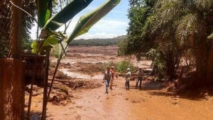 Vale admite possibilidade de vítimas em barragem rompida e não explica causas