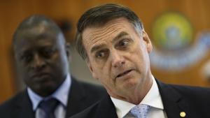 Depois de exames, cirurgia de Bolsonaro é remarcada para depois da posse