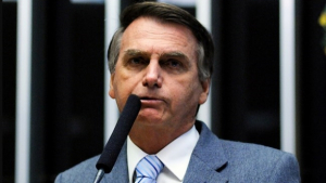 Artistas internacionais aderem campanha #EleNão contra Bolsonaro na internet