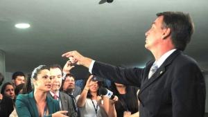 """Jair Bolsonaro repete insulto e afirma que não estupra deputada porque ela """"não merece"""""""
